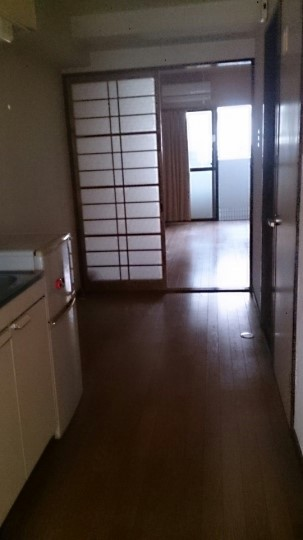 「岡山市での不用品回収事例」回収後の室内に、散乱していた不用品がなくなった状態の写真